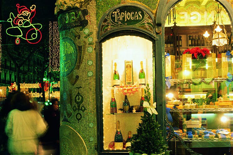 A festive shop display in Barcelona. Image © Barcelona Turisme